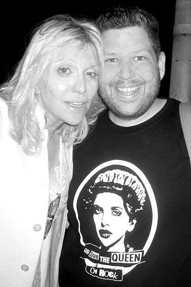 Courtney Love with Greg Frederick wearing one of the shirts he designed | Source: VinylPopArt.com